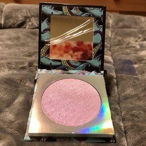 Colourpop Makeup - ColourPop Ursula Super Shock Highlighter